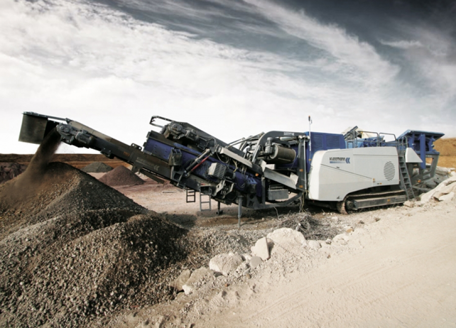 Stone crushing machine and a screen 2