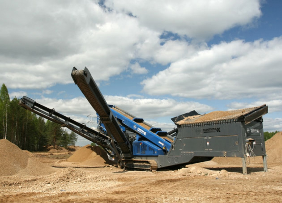 Stone crushing machine and a screen 1