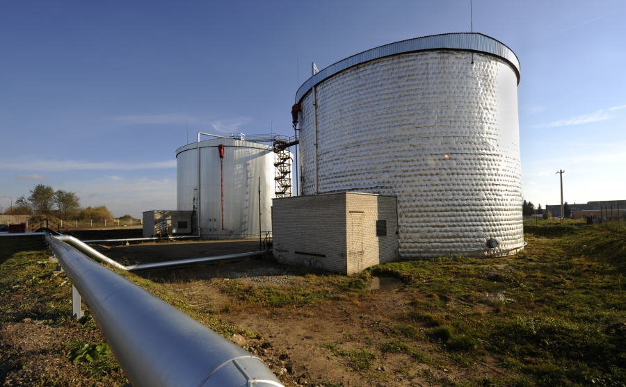 Bitumen storage tanks 3