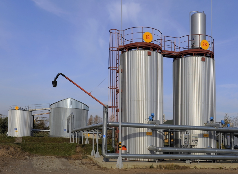 Bitumen storage tanks 6